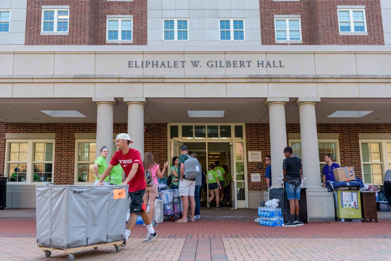 University of Delaware students move into Gilbert Hall in pre-COVID-19 days.
